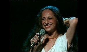 Maria Bethânia completa 50 anos de carreira como grande diva da MPB