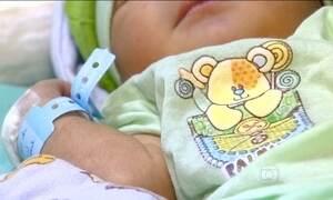 Polícia procura mulher que abandonou bebê na lixeira em Manaus