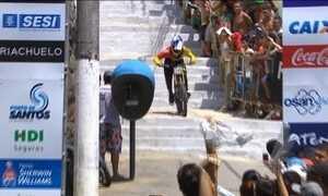 Descida das Escadas de Santos reúne ciclistas de oito países em São Paulo