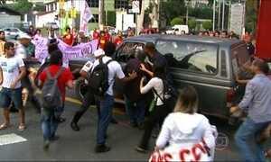 Protesto de estudantes e funcionários da USP acaba em confusão em São Paulo