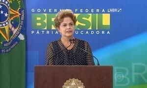 """""""Liberdade de imprensa é uma das pedras fundadoras da democracia"""", diz Dilma"""