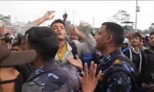 População protesta contra falta de ajuda do governo do Nepal