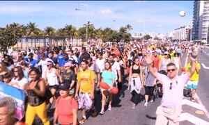 Caminhada do Medida Certa leva 6 mil pessoas  a Praia de Camburi, em Vitória