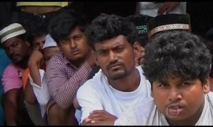 Cerca de cem imigrantes morrem durante confronto em barco
