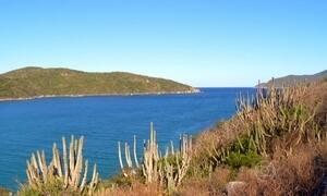 Praias calmas e água transparente são atrações de Arraial do Cabo