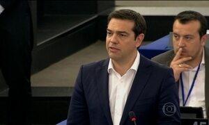 Grécia pede mais três anos de ajuda financeira e diz que fica no Euro
