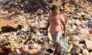 Trabalhadores são encontrados sem proteção em lixão