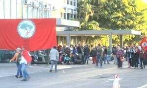 Integrantes do MST invadem prédios públicos em várias capitais