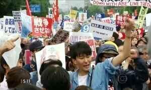 Japoneses pedem demissão de primeiro-ministro em protestos pelas ruas