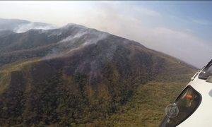 Incêndio na Chapada dos Guimarães, em Mato Grosso, chega ao sexto dia