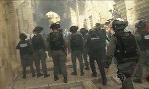 Forças israelenses e palestinos entram em confronto em Jerusalém