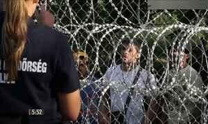Refugiados protestam na fronteira da Hungria e anunciam greve de fome
