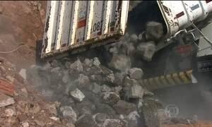 Empresas de caçambas são flagradas jogando lixo nas ruas