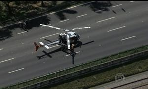 Helicóptero enguiça em via expressa de SP congestiona trânsito da cidade