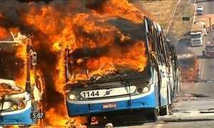 Seis ônibus são queimados na região metropolitana de Goiânia