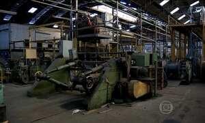 Crise econômica provoca queda na produção industrial em agosto