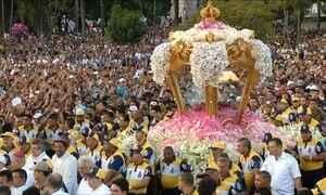 Dois milhões de devotos participam da grande procissão do Círio de Nazaré em Belém