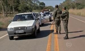 Repórteres mostram como o tráfico de drogas é fiscalizado nas fronteiras