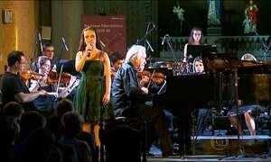 Maestro e cantora lírica dão exemplos de superação com parceria musical