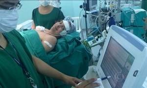 Homem internado na UTI se apaixona e casa com técnica de enfermagem