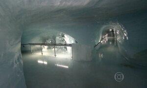 Calor de turistas faz palácio de gelo na Suíça se mover 15 cm por ano