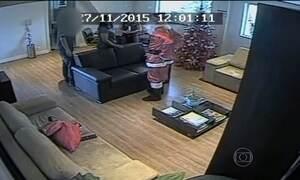 Polícia procura Papai Noel que roubou helicóptero em São Paulo