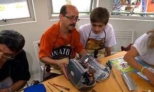Projeto voluntário conserta móveis e eletrônicos de graça em São Paulo