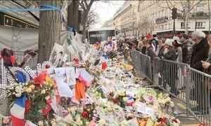 Paris luta para superar marcas do terror um mês após atentados