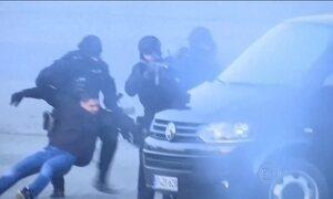 Londres vai aumentar número de policiais armados no patrulhamento