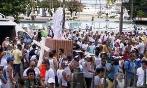 Baianos participam da tradicional lavagem da Igreja do Senhor do Bonfim