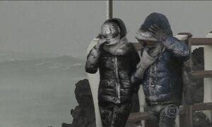 Onda de frio fora de época mata 90 na Ásia