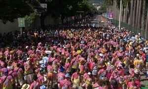 Foliões tomam as ruas do Rio a duas semanas do carnaval