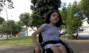 Negar vaga ou cobrar a mais de alunos com deficiência, agora é crime