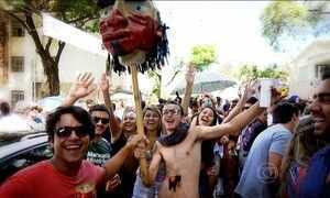 Blocos de rua atraem multidões em São Paulo e Belo Horizonte