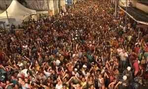 Carnaval chega mais cedo na Bahia e anima os foliões em Salvador