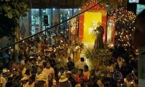 Milhares de fiéis homenageiam Padre Cícero em Juazeiro do Norte (CE)