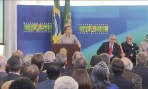Dilma recebe apoio de juristas contra pedido de impeachment