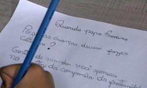 Papa Francisco responde pergunta de brasileira de 10 anos em livro