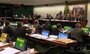 Debate do impeachment só teve fim na madrugada deste sábado (9)