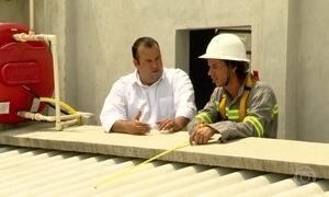 Desempregados descobrem jeito de ganhar dinheiro em cima de telhados