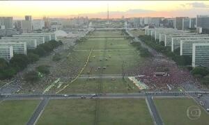 Atos em frente ao Congresso reúnem menos manifestantes que o esperado