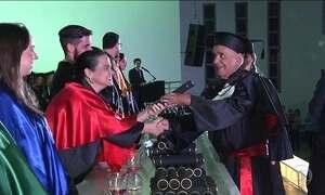 Idoso se forma em Direito aos 84 anos, em Goiânia