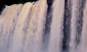 Trilha traiçoeira leva até a cortina d'água da Cachoeira de São Romão