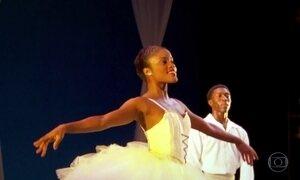 Brasileira aprende balé no morro da Mangueira e faz sucesso em NY