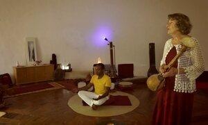 Hoje é dia de paz e amor: o som e o silêncio
