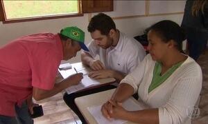 Moradores de Gesteira, em MG, escolhem terreno onde vão morar
