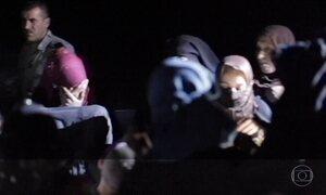 Refugiados cruzam deserto à noite para sobreviver ao Estado Islâmico