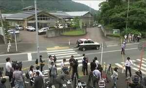 Homem mata 19 pessoas a facadas e deixa 26 feridos em ataque no Japão