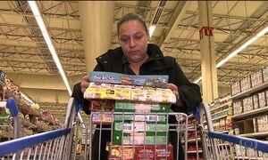 Brasileiros saem à caça de promoções nos supermercados