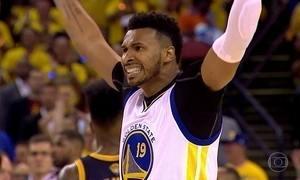 Leandrinho, especialista em recomeço, brilha no basquete da NBA
